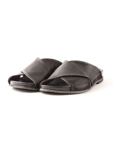 Metallic foot bed sandal